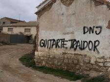 pintada-insultante-contra-tomas-guitarte-en-su-pueblo-natal-cutanda-1.jpeg