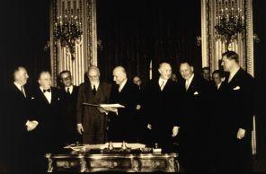Firma-del-Tratado-de-París-germen-de-la-Unión-Europea.jpg
